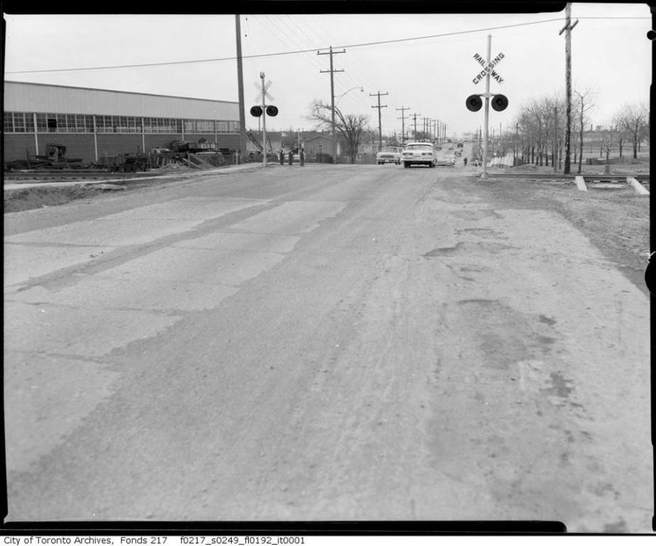 Wilson railway tracks 1964 East of Keele.jpg